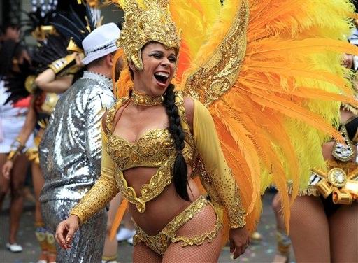 e21a7f154 Un juerguista participa en el desfile durante el segundo y último día del  Carnaval de Notting Hill
