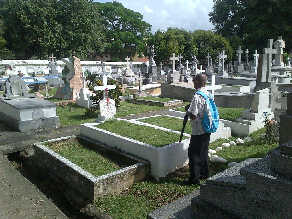 Resultado de imagen para Fotos del dia de las madre sy bisita a los cementerior