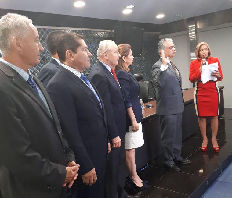 Presentan amparo de garantía contra elección de nueva Comisión de Credenciales