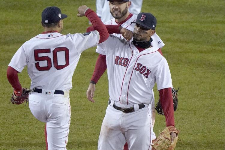 Los Medias Rojas de Boston aventajan con dos triunfos sin derrotas a los  Dodgers. cff38e50bc7