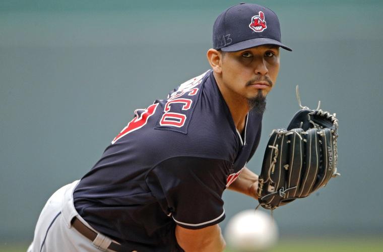 Carlos Carrasco extendió su vínculo con los Indios de Cleveland