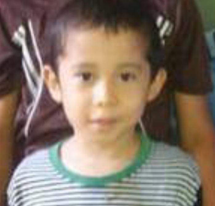 Milagro! Niño sobreviviente del trágico accidente no sufrió lesiones 75d47be58ebbe