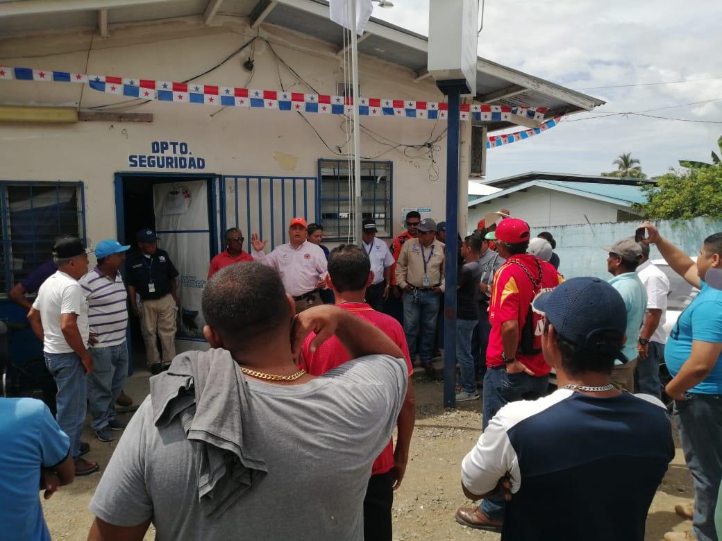 Pescadores protestan por cierre del antiguo muelle fiscal en Puerto Armuelles - Crítica