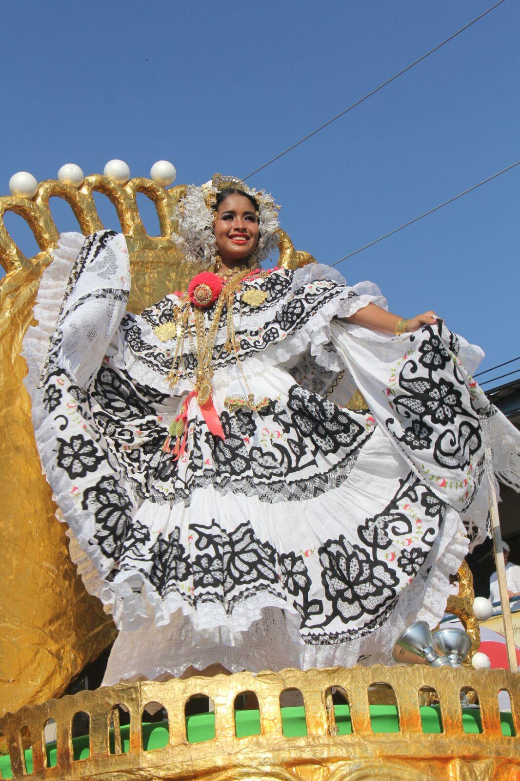 2b733ef5b4d Desfile de Las Mil Polleras