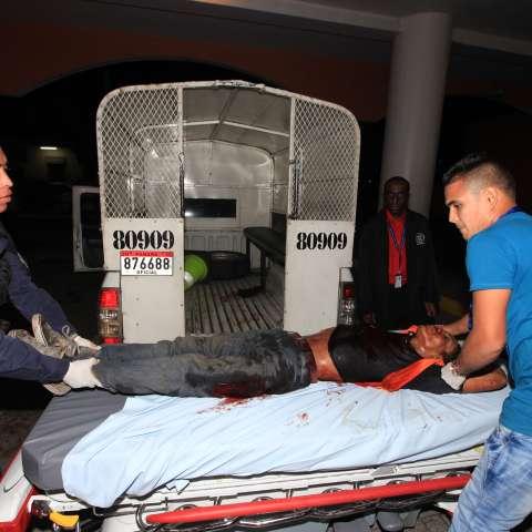 El sujeto herido fue trasladado hacia HST. (Foto: Alexander Santamaría)