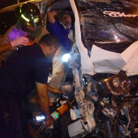 Bomberos liberan a la persona atrapada.  / Foto: @TraficoCPanama