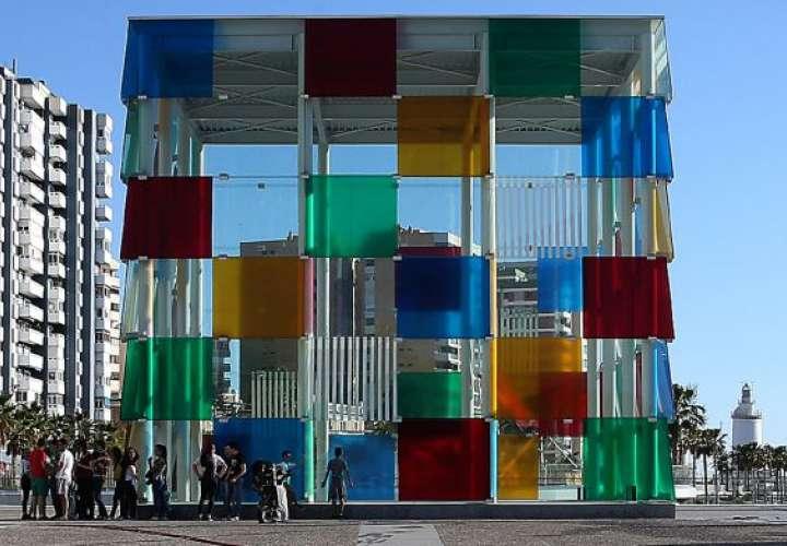 En 2013, tras el acuerdo alcanzado con el Pompidou de París, se construye en el puerto de Málaga el edificio conocido como 'El Cubo' para albergar el nuevo museo.  ALEJANDRO RUESGA