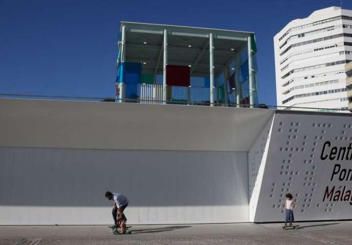 Fachada del Centre Pompidou Málaga, en el Muelle 1 de la ciudad. ALEJANDRO RUESGA