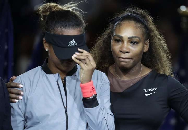 Serena Williams protagonizó un episodio lamentable durante la final contra Naomi Osaka./AP