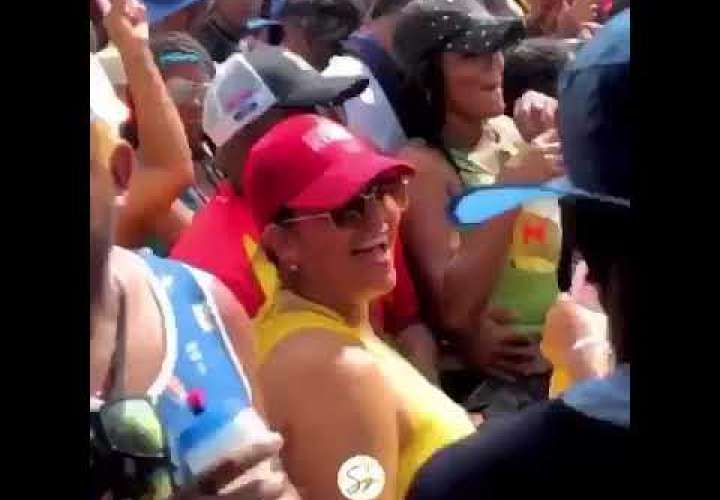 Embedded thumbnail for A la nueva ministra de Gobierno le gusta carnavalear (Video)