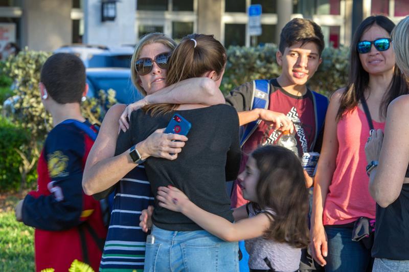 #GaleriaCri Exalumno asesina a tiros a estudiantes de escuela en Miami
