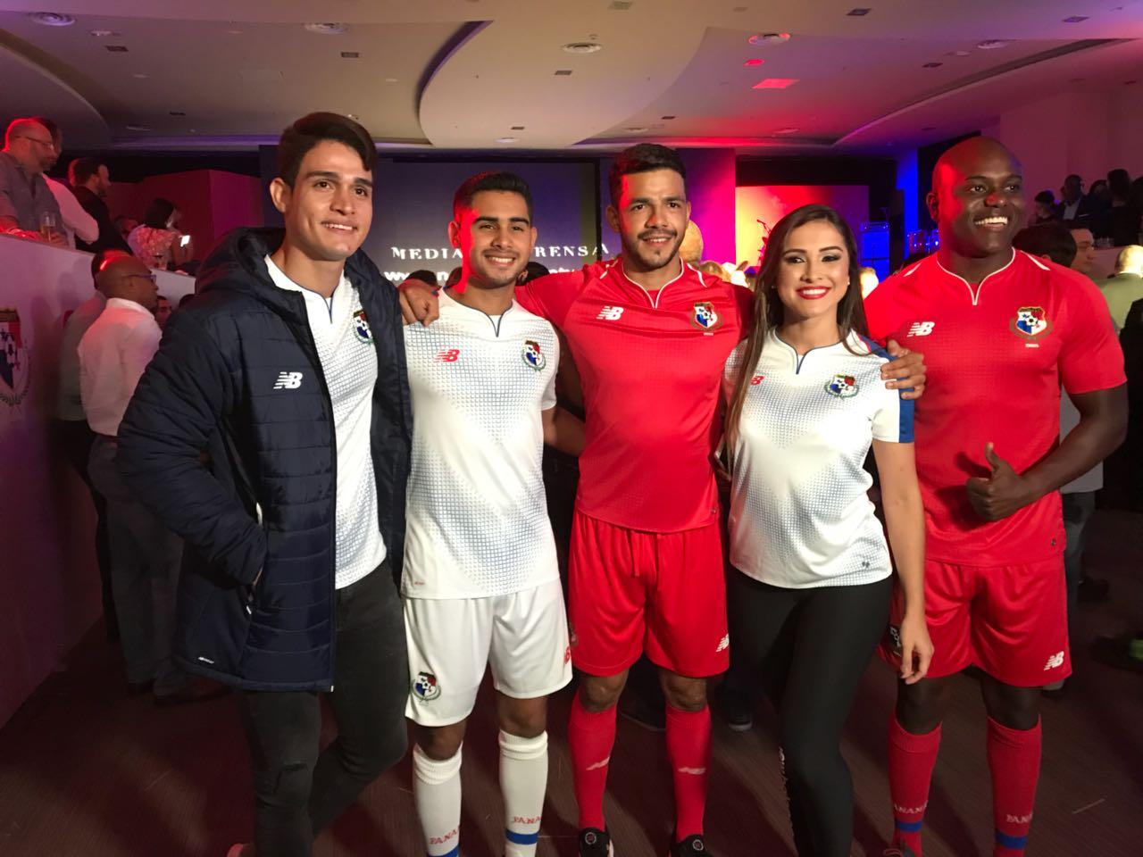 El nuevo uniforme de la selección de Panamá fue presentado en el mes de  abril. 2d65befb05d52