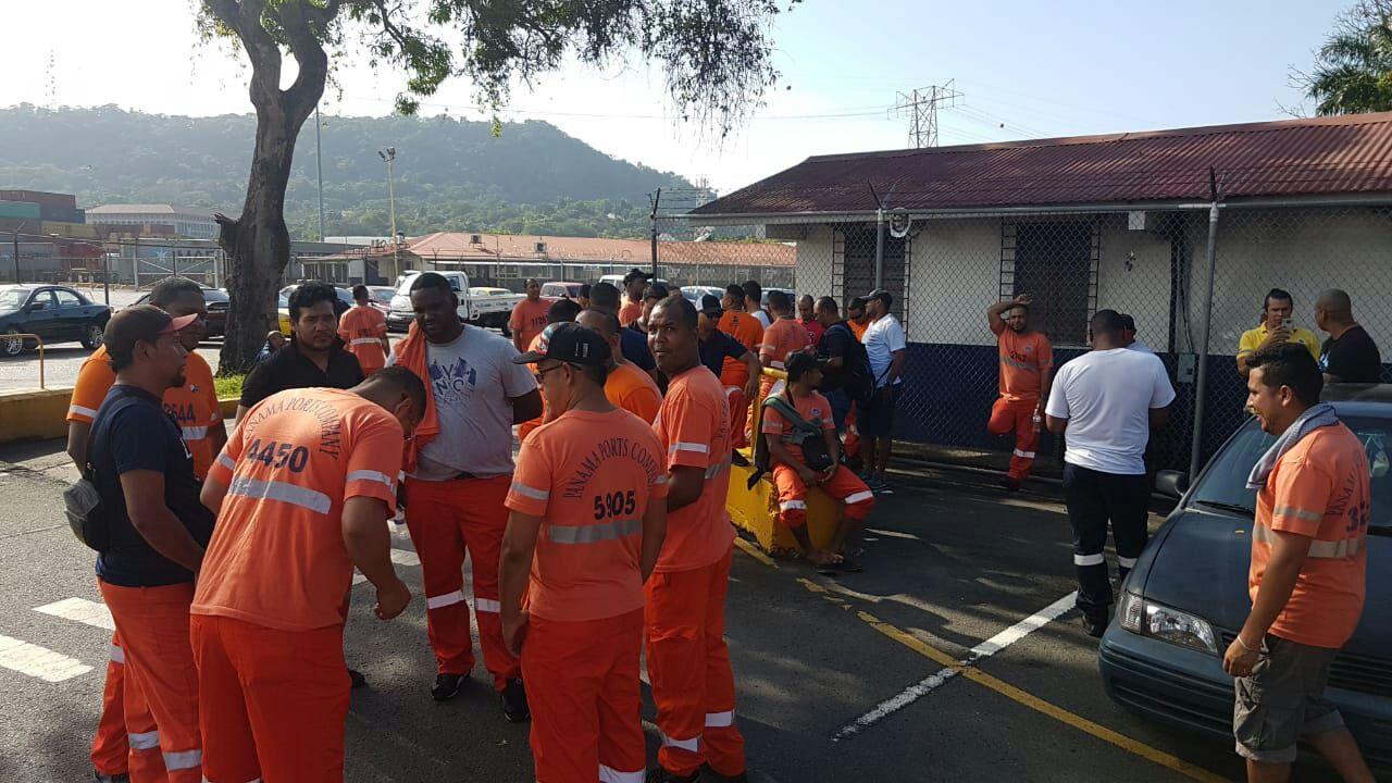 Cúpula empresarial de Panamá protesta por paralización de estratégico puerto