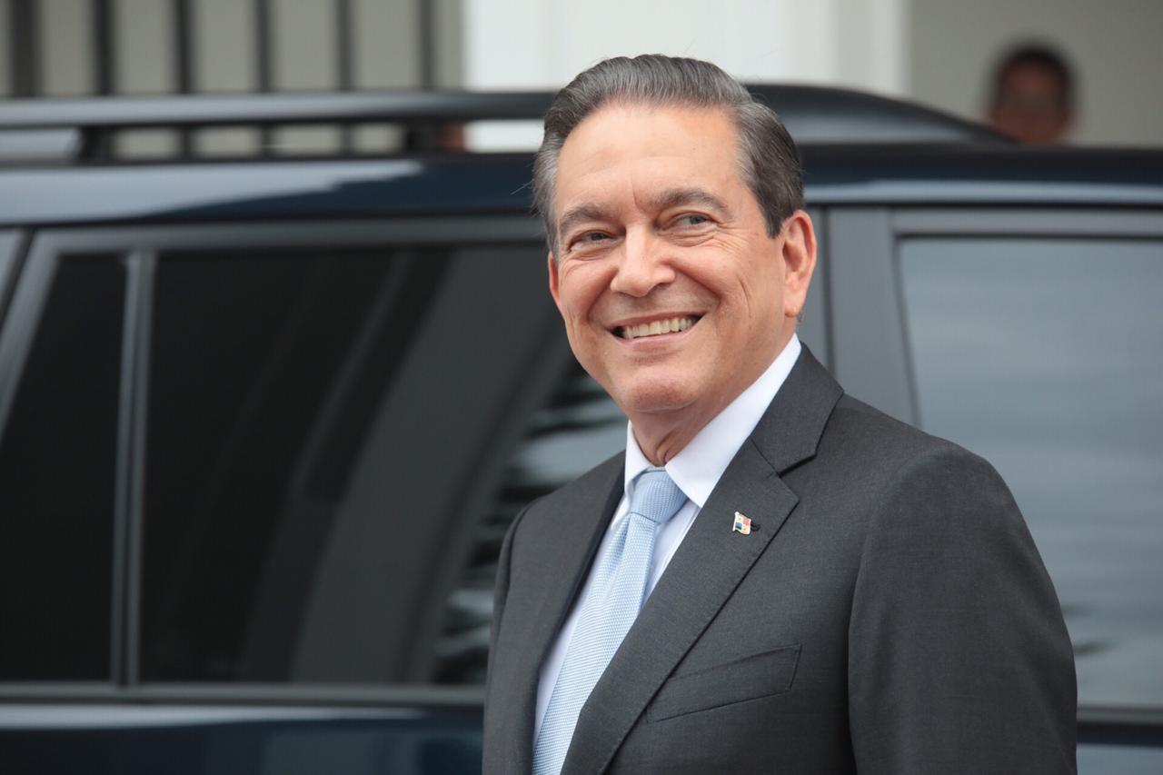 Congreso autoriza viaje de Martín Vizcarra a toma de mando en Panamá